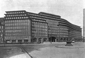 Fritz Höger: Chilehaus, Hamburg, 1922-24. Ansicht vom Dovenfleet.