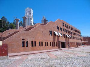 Oriol Bohigas: Centro cultural, Medellín. Quelle: Wikipedia, CC.