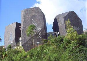 Giancarlo Mazzanti: Parque Biblioteca Espana, Medellín (2008). Quelle: Wikipedia, CC.